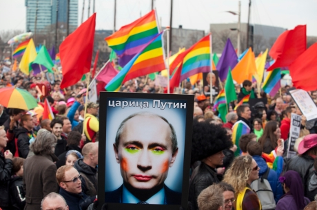 Russia-detains-gay-activists-at-kissing-protest